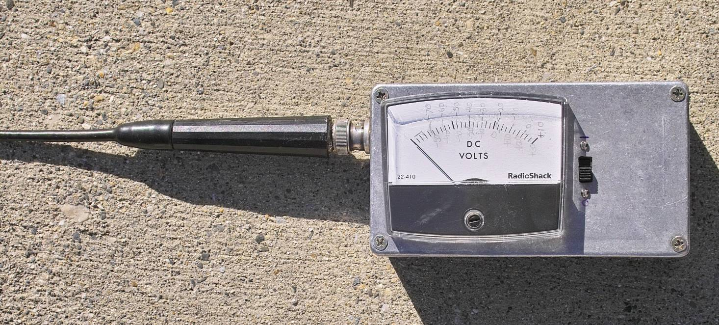 A Wide Dynamic Range Field Strength Meter